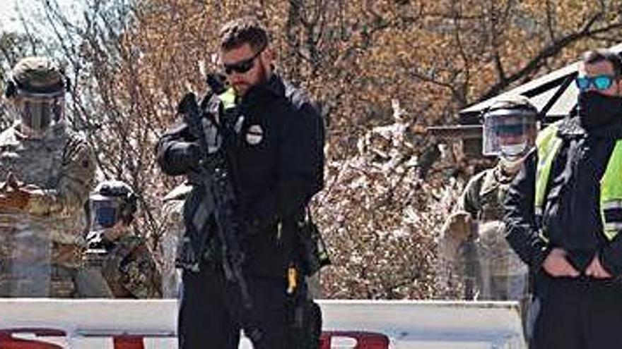 Alerta a Washington en envestir un vehicle dos policies en un control del Capitoli