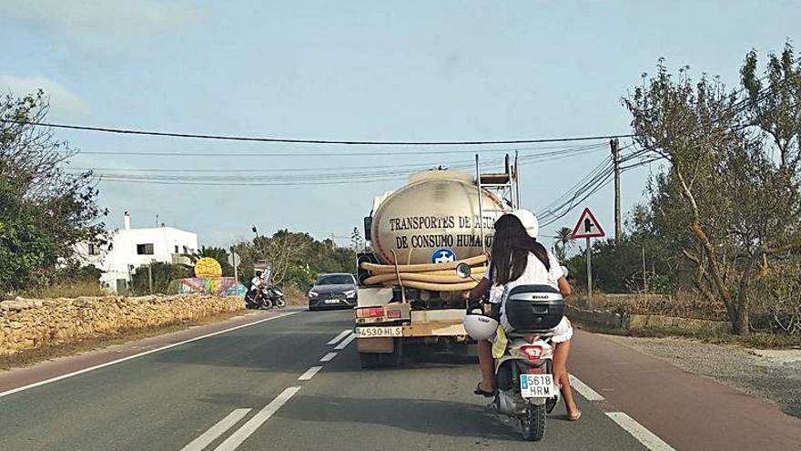Infracciones de tráfico muy peligrosas y muy habituales en Formentera