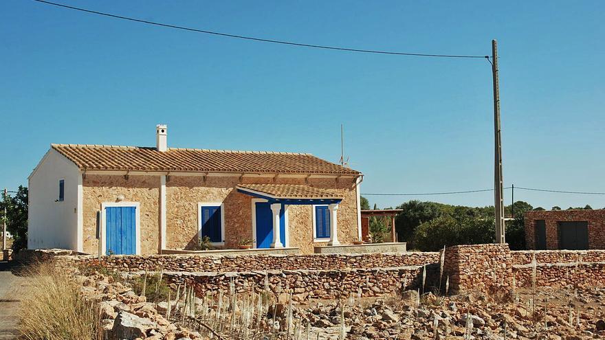 La casa de Formentera, refugio en la llanura