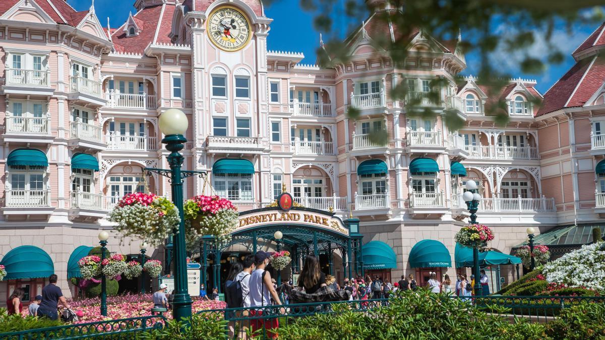 Disneyland París reabre sus puertas tras el cierre más largo de su historia
