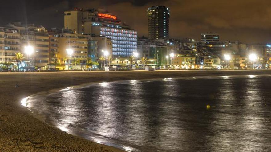 La playa de Las Canteras lleva el precio de la vivienda en la capital grancanaria al galope, en Santa Cruz va a al trote