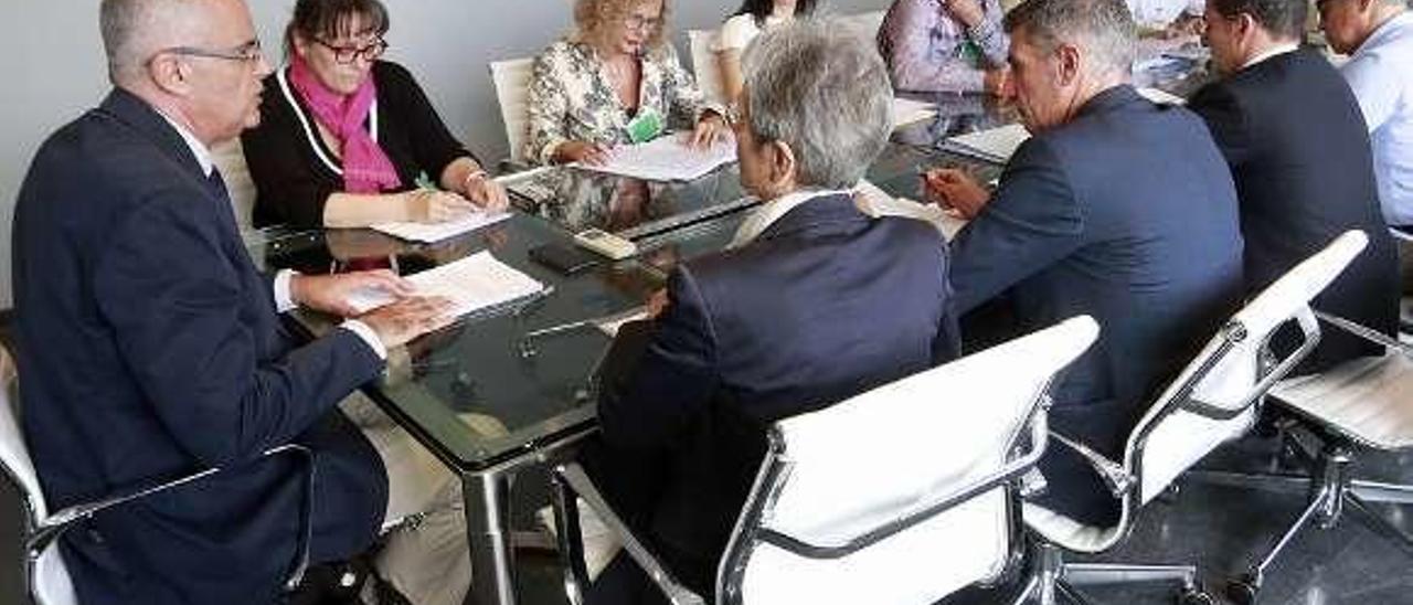 Reunión, ayer, de la Comisión del Juego Responsable. // FdV