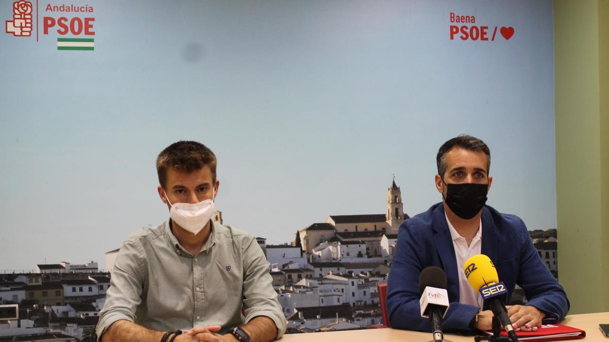 Francis Plaza y José Andrés García, en la sede del PSOE.