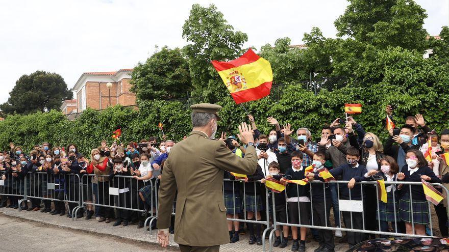 Valencia de Alcántara recibe al Rey entre ovaciones y aplausos