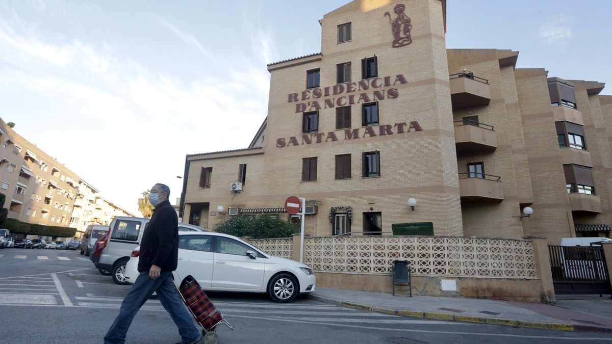 El Hospital Asilo Santa Marta de La Vila, donde el número de infectados asciende ya a 49 personas.