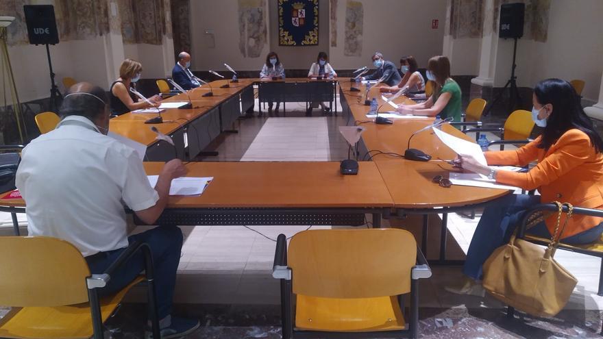 La Junta y cuatro sindicatos firman un acuerdo sobre las condiciones de los profesores