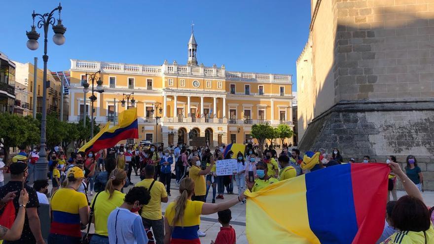 Los colombianos residentes en Badajoz se manifiestan por la situación del país
