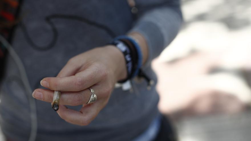 Detenida en Alicante por negarse a dejar de fumar en una terraza y enfrentarse con la Policía Local