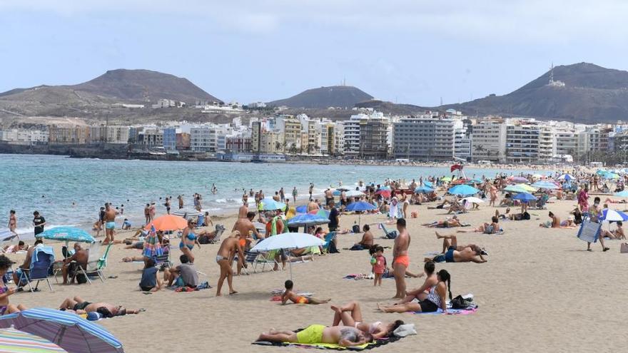 Coronavirus en Canarias | Las mascarillas invaden Las Canteras