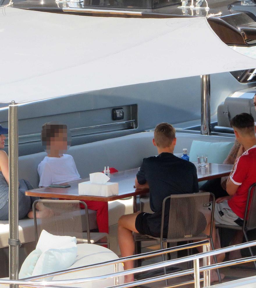 Ibrahimovic se relaja en Mallorca a bordo de su yate de ocho millones