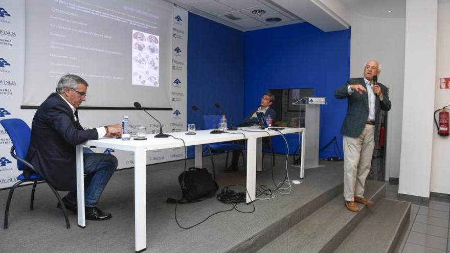 Nikos Makris llena el Club LA PROVINCIA