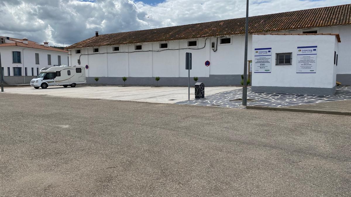 Parking de autocaravanas en Alconchel. Cuenta con punto limpio y WC adaptados.
