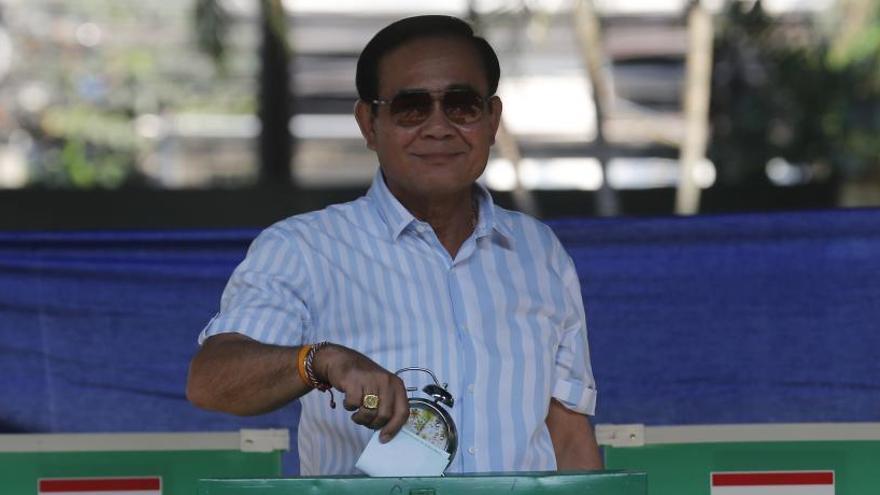 Los tailandeses siguen sin conocer el ganador de las elecciones legislativas