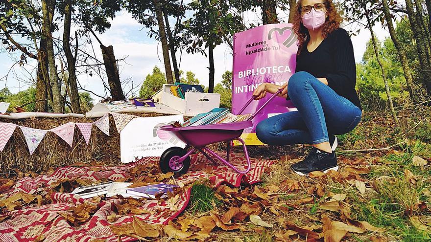 Una carretilla violeta llevará libros para educar en igualdad por todo el rural de Tui