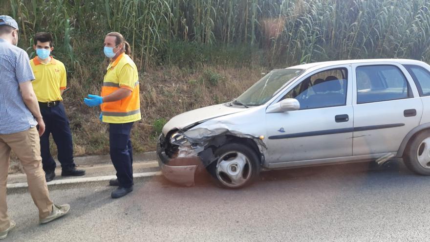Accident entre dos cotxes i un camió a la carretera de la vergonya, a Bescanó