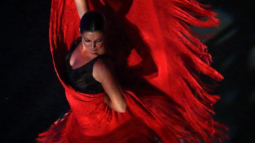 Sara Baras baila con sus sombras