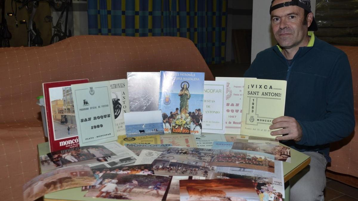 Un vecino de Moncofa lleva media vida recopilando archivos y fotos de las fiestas locales