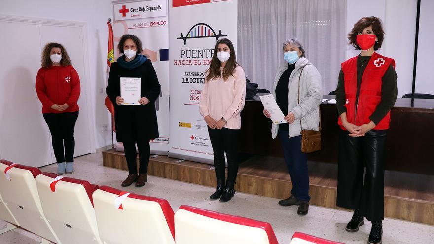 Cruz Roja Zamora trabaja con 35 mujeres en exclusión para formarse como asistentes personales