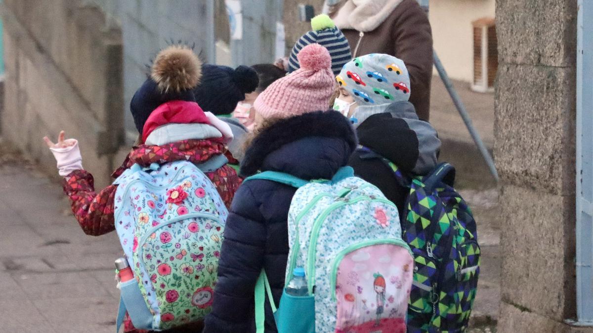 Alumnos en el regreso a las aulas tras las vacaciones de Navidad.