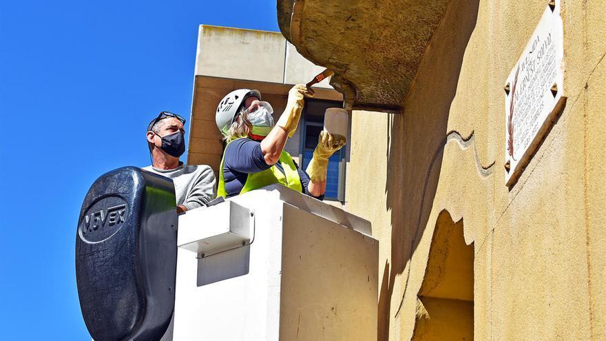 Súria millora la façana de l'Ajuntament amb la restauració d'alguns elements
