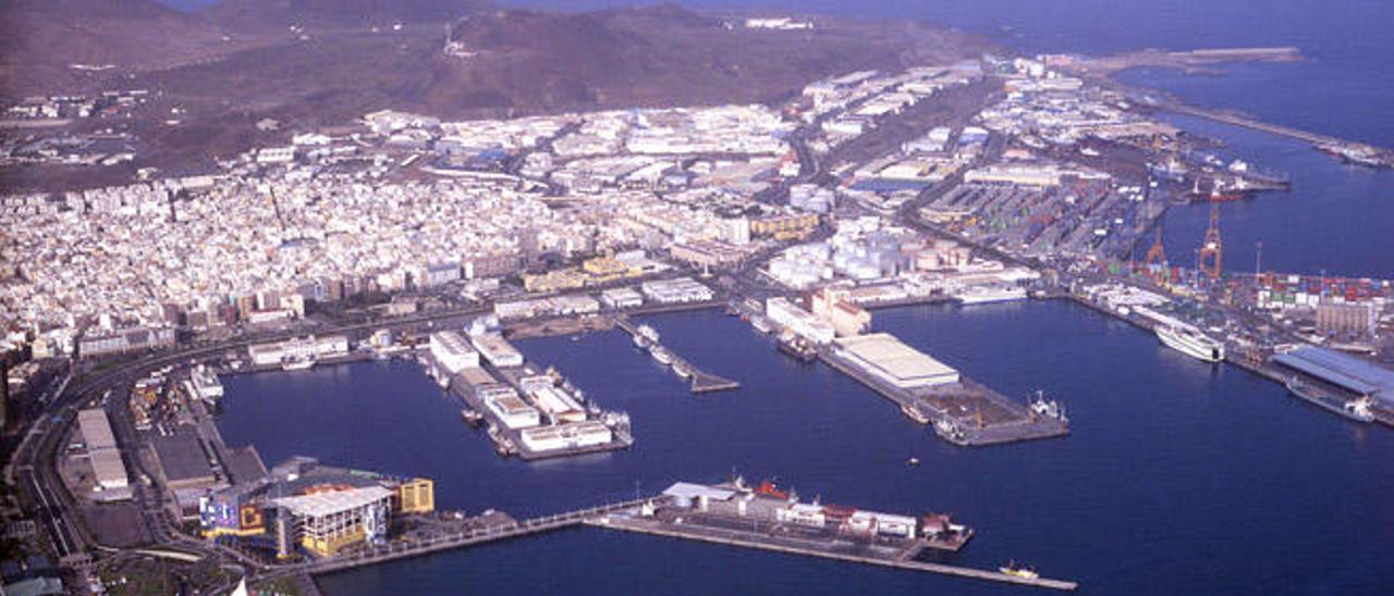El movimiento de pasaje, buques  y mercancías crece en diciembre