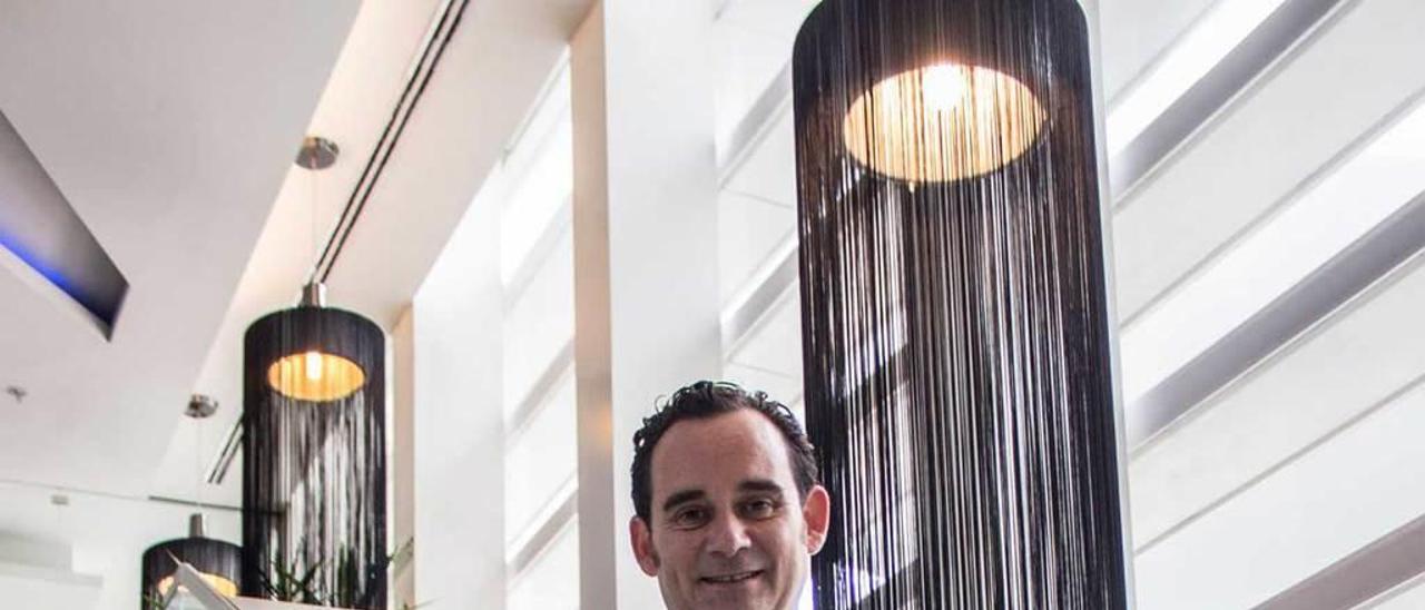Javier Rivela, en un hotel ovetense.