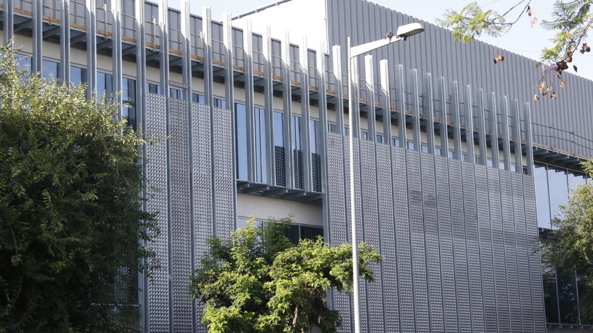 La fachada de la nueva Biblioteca del Estado en Córdoba, cuya obra estará acabada en septiembre..