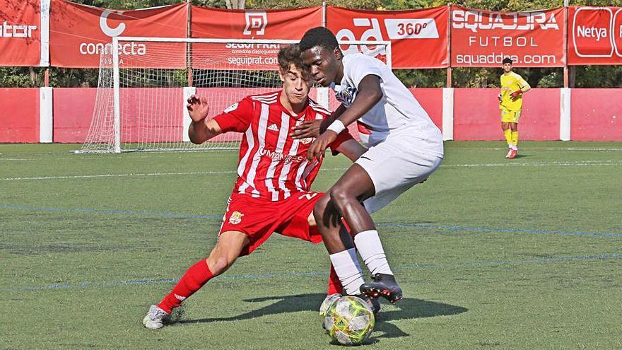 Un notable Club Gimnàstic goleja en el derbi un Centre d'Esports cohibit (1-4)