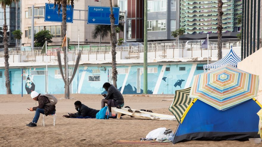 El temor a la deportación empuja a cientos de migrantes a vivir en la calle