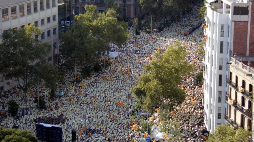 Vora un milió de persones surten al carrer segons la policia, 370.000 segons el govern central