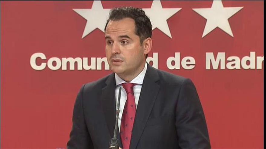 Madrid suspende la inyección de primeras dosis de la vacuna durante dos semanas