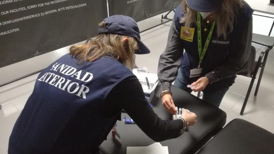 Cinco pasajeros incumplen con la PCR obligatoria en Son Sant Joan