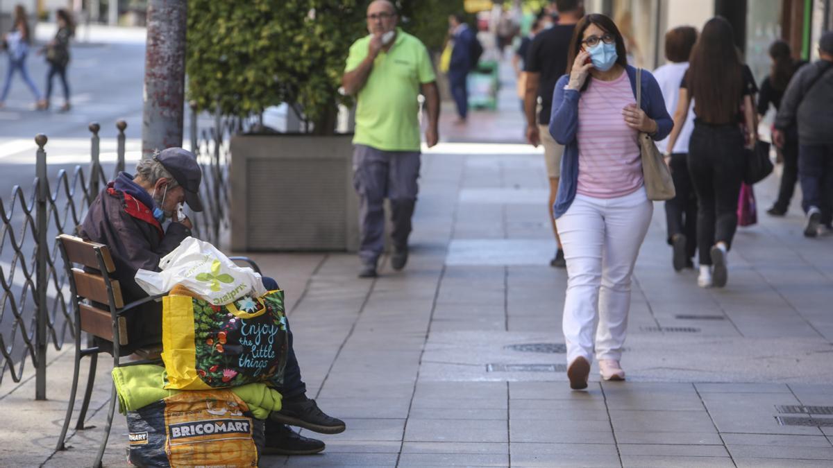 La ordenanza contra la mendicidad y la prostitución de Alicante enfrenta al bipartito y a la izquierda