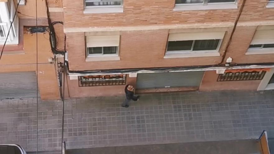 El vídeo de un bar presuntamente abierto en el Grau de Castelló pese a las restricciones se hace viral
