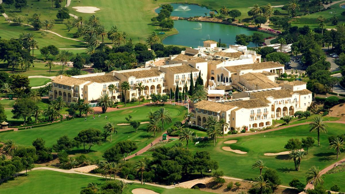 El resort La Manga Club tiene una ubicación privilegiada junto al Parque Natural Calblanque y el Mar Menor.