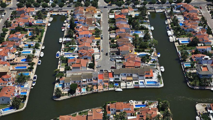 Empuriabrava: una marina amb 25 quilòmetres de canals