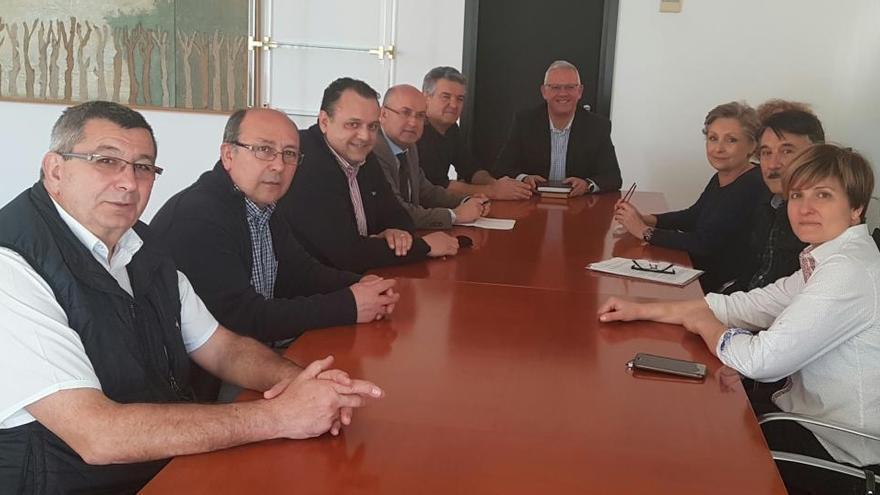 El Ayuntamiento y los comerciantes estudian ampliar los horarios del Mercado Central de Alicante