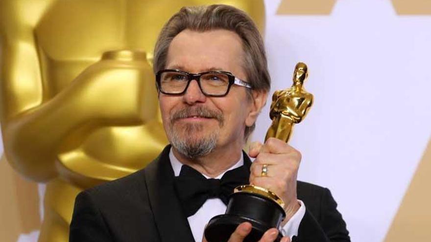 """""""Felicidades por otorgar el Oscar a un maltratador"""", mensaje de la exmujer de Gary Oldman"""