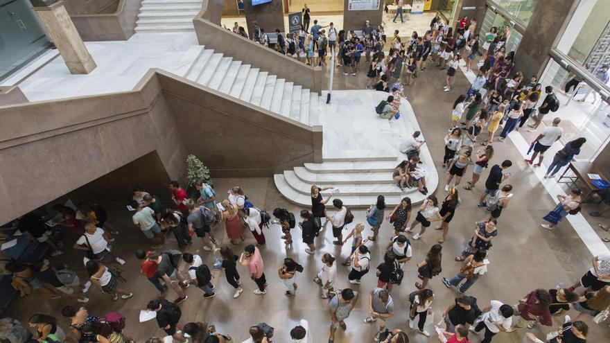 Dos alumnos de la Universitat de València tienen las mejores notas de España