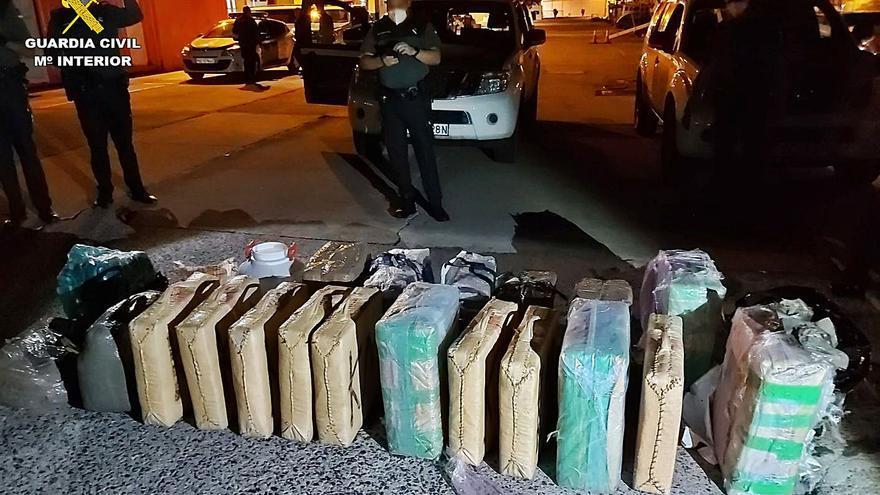 Seis detenidos al intentar introducir hachís en una patera en Lanzarote