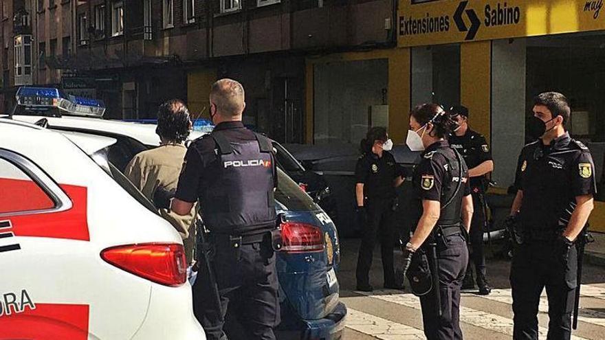 Detenido por agredir y amenazar de muerte con un cuchillo a su madre en El Cerillero