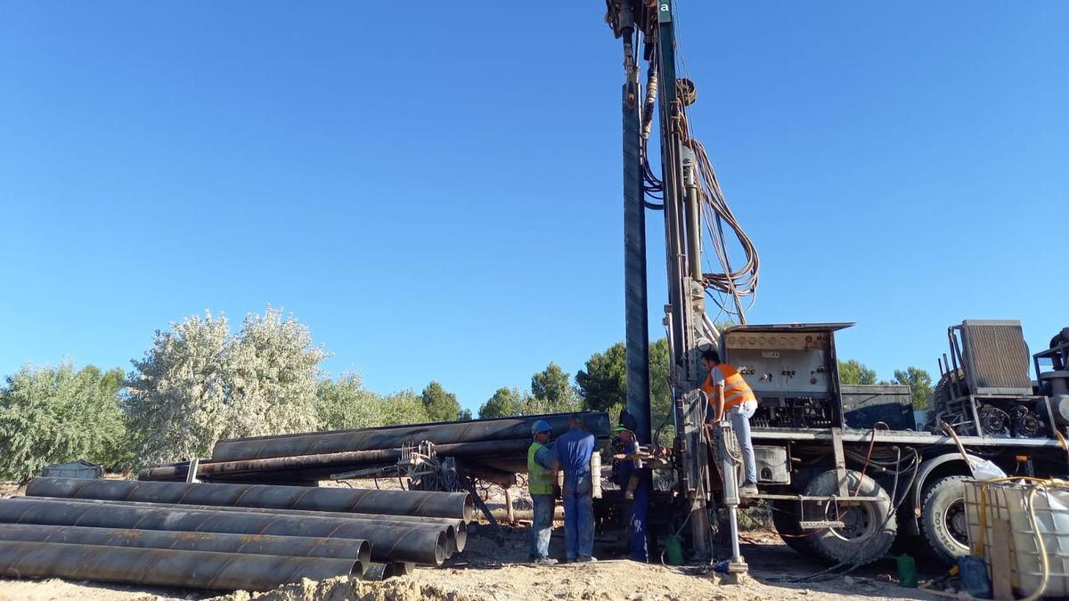 Perforación del nuevo pozo de agua en Utiel