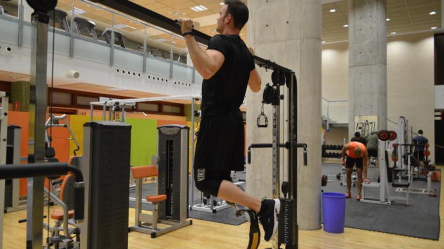 Un atleta paralímpico de Alicante se fabrica su propia prótesis en el Campus de Alcoy