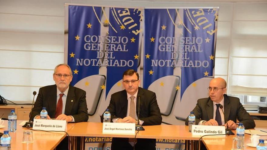 Los notarios ponen bajo la lupa a más de 300 altos cargos de la Región