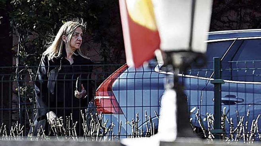 La Infanta Cristina reaparece en la capilla ardiente de Pilar de Borbón
