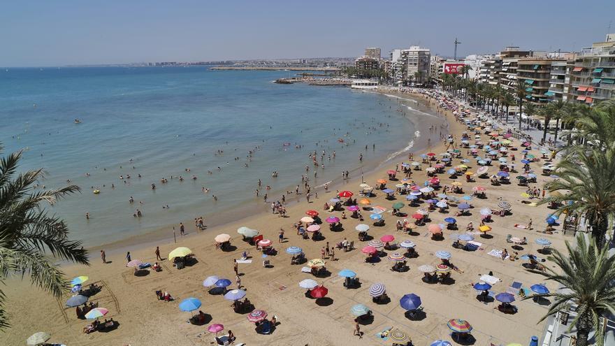 Un recurso suspende el contrato de 150 controladores de playa municipales de Torrevieja
