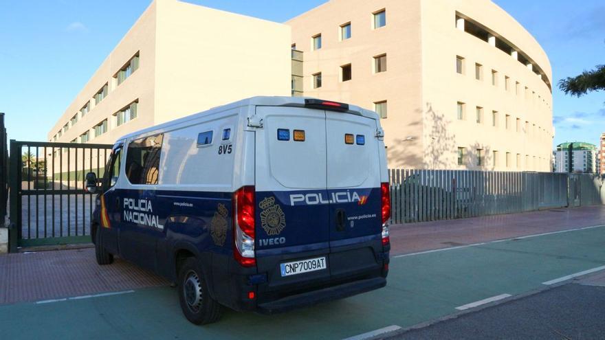 Piden 11 años de cárcel por intentar quemar viva a una mujer para robarle el bolso en Castellón