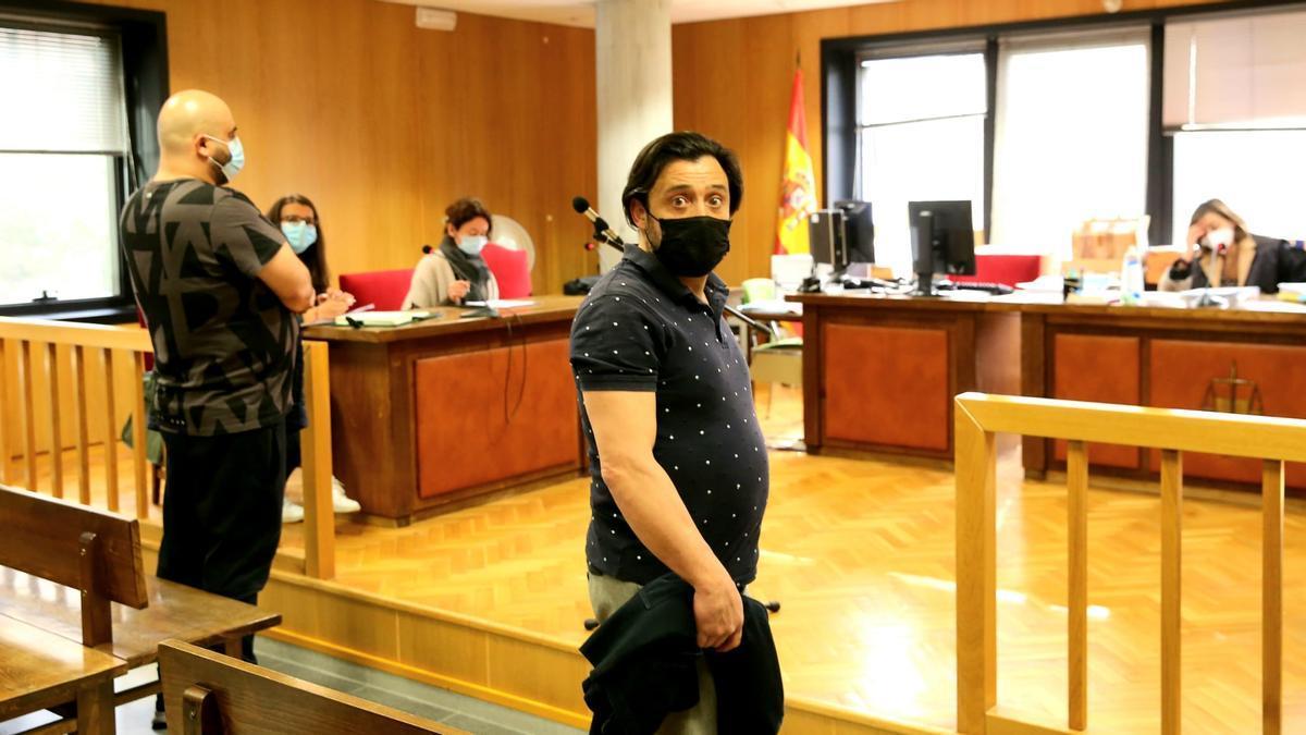 Los dos acusados, hoy en el juzgado. / Marta G. Brea
