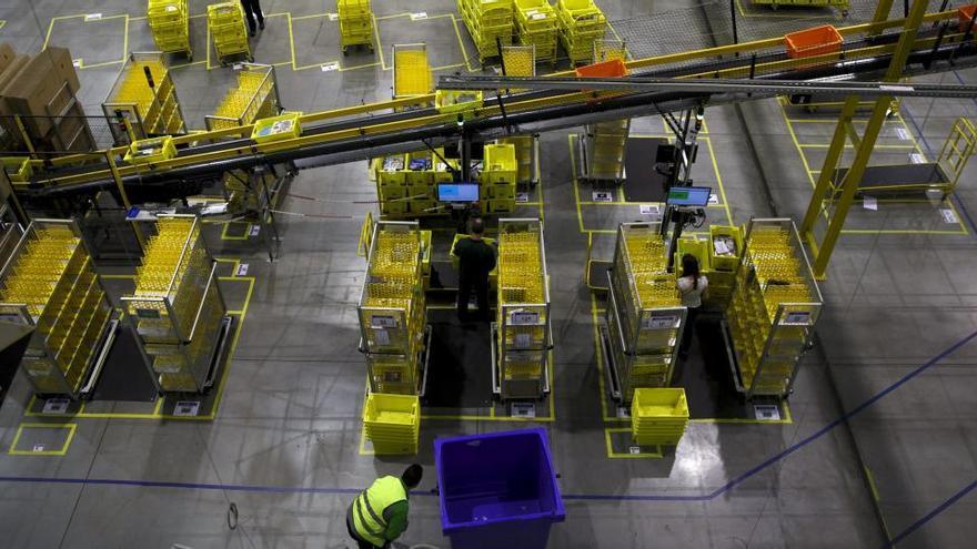 Detenidos cinco empleados de Amazon en Madrid por robar 500.000 euros en móviles
