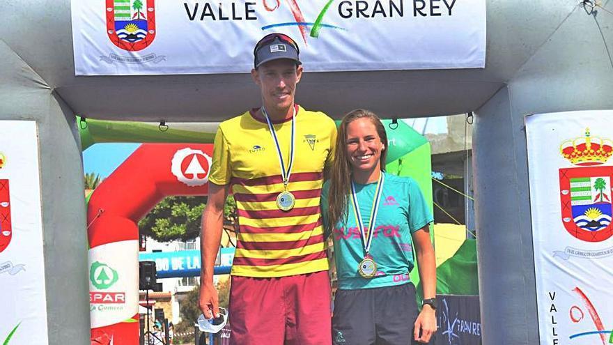 Karim Balli y Raquel Arostegui, campeones de Canarias absolutos de acuatlón